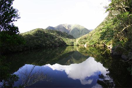 画題:御代が池に映る御山 撮影者:佐藤重敬さん