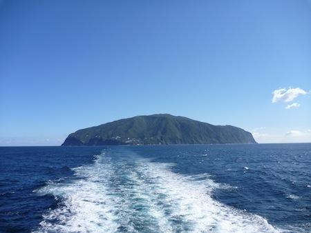 画題:雲ひとつない御蔵島 撮影者:島岡なぎささん
