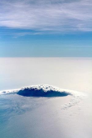 画題:空からの御蔵島 撮影者:春日こまきさん(着付け・巻き寿司講師)